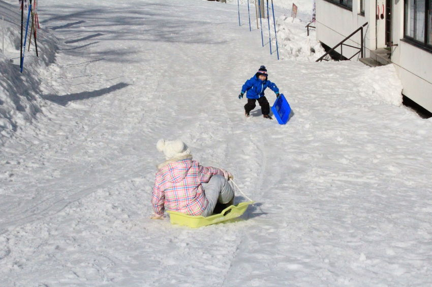 Japan Photography Kids Being Kids Skiing ❄ Playing With Snow Happy People Japan Travel Tourist Attraction  Travel Destinations Niigata Japan Wintertime Niigata-shi