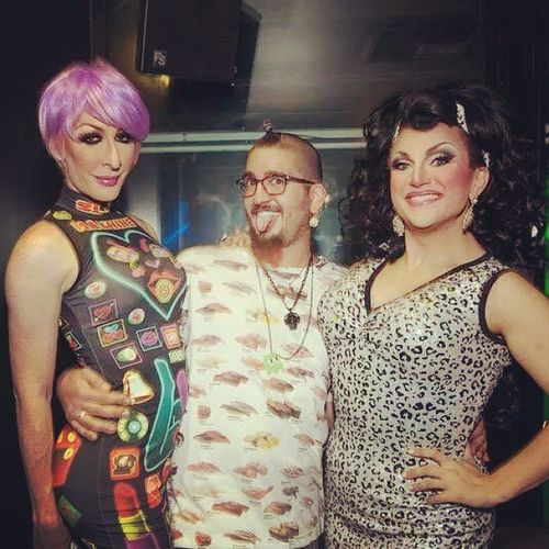 Oh just hanging with my gurls @theonlydetox & @bendelacreme @ @itdevents Swagger  ! Draglife Dragsandwich Quicktakethatpic DetoxIcunt BenDeLaCreme BenToxDownUnderTour BenTox