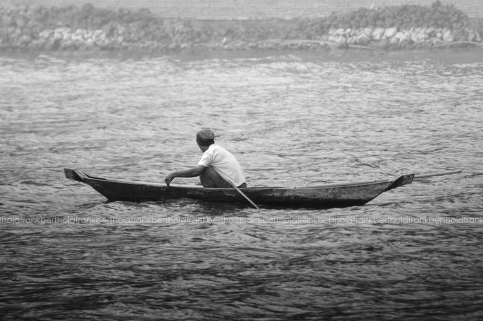 Fisherman Fisherboat Frandi Blackandwhite Greyscale Black & White Water Lake People Lake Batur