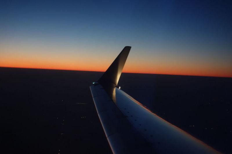 Skyline Sunset In Flight Ke901