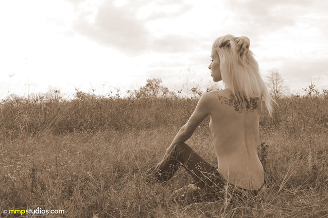 @melvinmaya @mmpstudios_com Beautiful Girlswithtattoos Houston Jeans Texas Texas Landscape Texas Skies Beauty In Nature Blonde Hair Clouds Field Gorgeous Grass Implied Landscape Model Nature People Photographer Photography Sepia Sky Tattoos