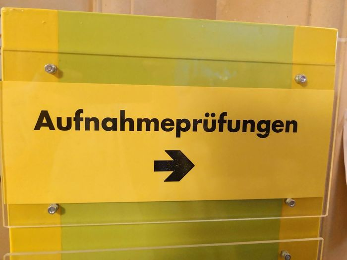 Sign for auditions for theatre or musical studies Auditions Audition Instrument Master Degree Bachelor Of Music Aufnahmeprufung Aufnahmeprufung Musikhochschule Music College Yellow Occupational Safety And Health Danger Close-up Arrow Symbol One Way