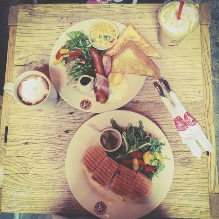 """""""漫咖啡""""☕ 当周围的一切都开始放慢脚步⋯🍪 Coffee Time Breakfast Healthy Eating Slowly Time Freedom Life"""