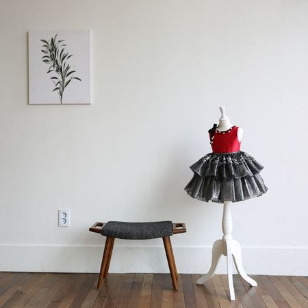 Chair Indoors  Table Black Color Furniture No People Day Zen Red And Black White Wall Square Red And White NOthIng