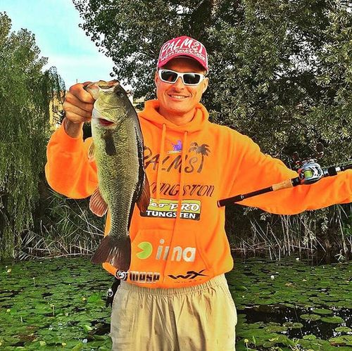 Good spot + good bass = happy fisherman Bassfishing Thewaterismystadium Fishingitaly BassfishingStyle Bass Bassinitaly Fishing Largemouth Fall Autumn Falltime Season  Seasons Instafall Instagood Instaautumn Photooftheday Autumnweather Fallweather Nature Igersitalia Anglerapproved