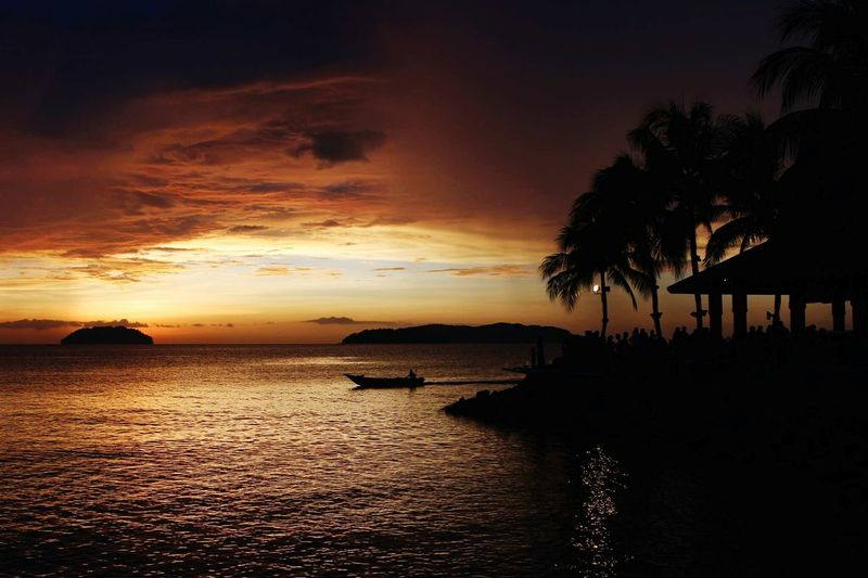 Sunset Boat Sea Tanjung Aru Resort And Spa Colour Of Life