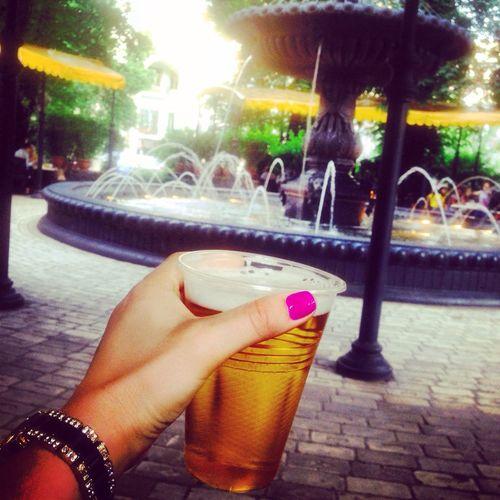 Путешесвие ярко-розового ногтя, кому пива? ;)