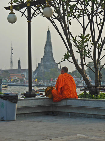 Bangkok Bangkok Life Bangkok Thailand. Buddhism Buddhist Monks Buddhist Temple EyeEm Bangkok Monk  Monk Budhist Prayer One Man Only One Person Place Of Worship Religion Spirituality Traditional Clothing Tranquil Scene Tranquility Travel Destinations Wat Arun Wat Arun (Temple Of Dawn)
