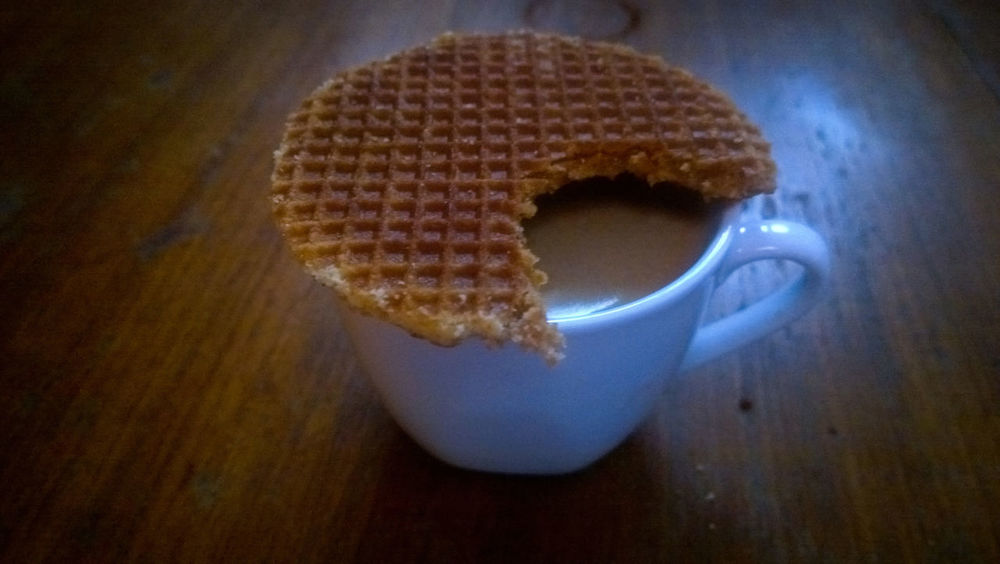 Cafexperiment Close-up Coffee Coffee And Sweets Coffee Time Food And Drink Freshness Indoors  Man Made Object Scented Still Life Stroopwafel Table