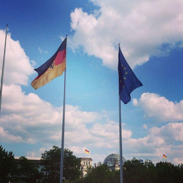 Europa Deutschland Eu Germany Angela Merkel Merkel Kanzleramt Flags Fahne Berlin Verschiedene Richtung Wind Links Rechts Politik Politiker European Union European