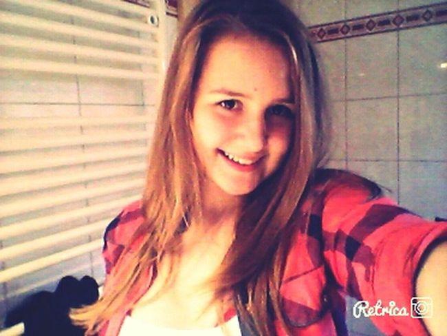 Hi! Holiday Girl Selfie