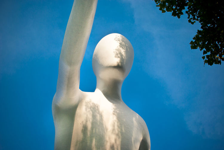 ArtWork Blue Sky And Clouds Germany Kunst Mann Skulptur Tree