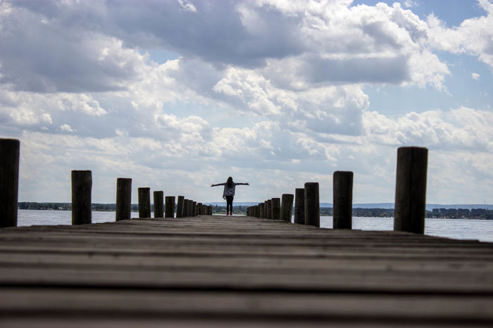 Freedom Freiheit Himmel Steg Wolken Cloud - Sky Day Holzsteg Horizon Over Water Nature One Person Outdoors Pier Sea See Sky Tranquility Wasser Water Wood - Material Wood Paneling