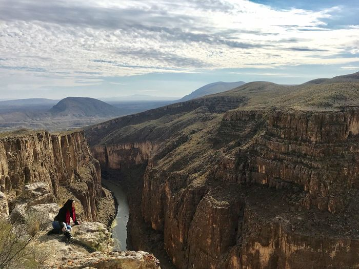 Cañón del Pegüis, Chihuahua, México. Real People Canon Chihuahua Chihuahua Love ♥ Chihuahualovers One Person Adventure Mountain First Eyeem Photo Beauty In Nature Nature Sky Tranquility