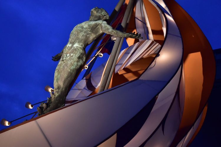 Oble Close-up Day Low Angle View Outdoor Photography Outdoors Sky U Up UP Oblation