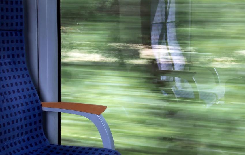 mit dem Zug fahren Abteil Compartment Drive Eisenbahn Fahren Fenster Green Color Mirror No People Railroad Railroad Track Reflexions Sit Spiegelbild Train Window Zug