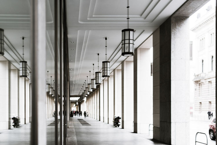 Hoffi99 Architecture Architectural Column Built Structure Building Arcade Corridor Indoors  Incidental People The Way Forward Real People Direction Day Ceiling In A Row Transportation Group Of People Lighting Equipment Walking Men Colonnade
