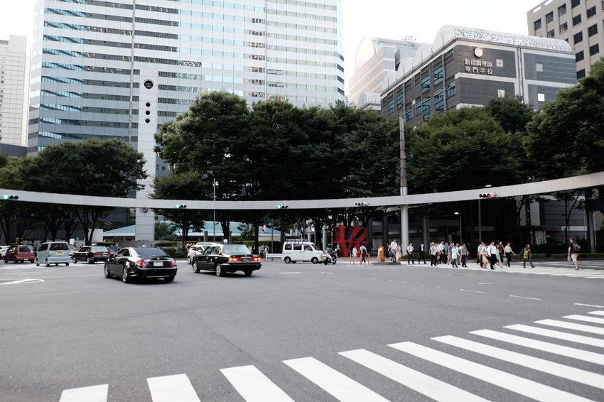 新宿/Shinjuku Fujifilm Fujifilm X-E2 Fujifilm_xseries Japan Japan Photography Shinjuku Street Street Photography Streetphotography Tokyo にししんじゅく 新宿 新都心 日本 東京 Crossing 交差点 Traffic
