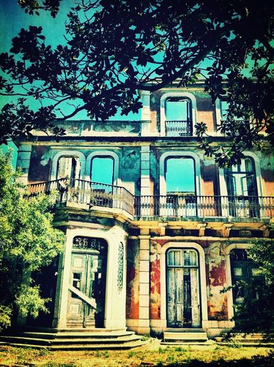Somewhere that I used to Know Façade Urban Decay AMPt_community Portugaloteuolhar