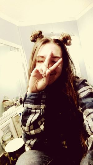 Selfie, with the space buns. Im one of my people👽✌ Selfie ✌ Alien Space Buns Grunge Buns Flannels Peace Love Each Other