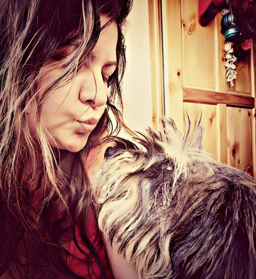 she is the best!!! ella es la mejor, mi perra Luna, la amo.. 😍First Eyeem Photo Dog❤ Mylittledog Loveher Schnauzer Kisses Amomiperro