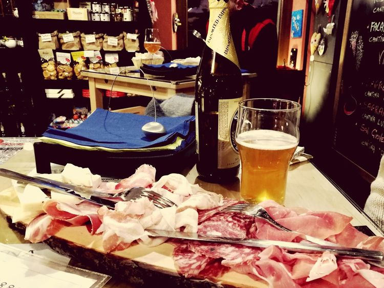 Meat Food Food And Drink Freshness Indoors  No People Day Piatto Indoors  Food And Drink Birra Cerveza Prosciutto Salumi Tagliere Aperitivo  Aperitif Business Finance And Industry