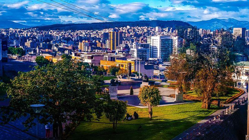 Vista de la ciudad desde San Juan! MyCity❤️ City Life City Mycity Ecuador♥ Quito Ecuador Quito City Style Streetphotography Photo Of The Day Eyemphotography Colorful Houses Parks