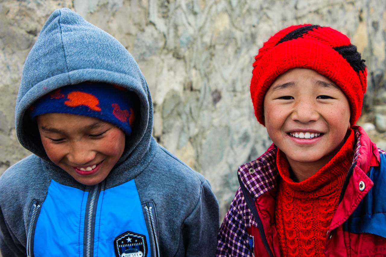 boys, childhood, child, brother, two people, knit hat, sibling, smiling, warm clothing, elementary age, children only, headshot, males, front view, happiness, real people, togetherness, outdoors, son, day, cold temperature, winter, cheerful, only boys, close-up, portrait, friendship, people