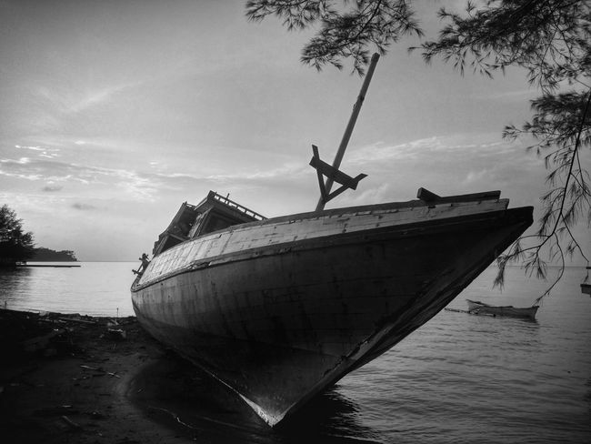 Nautical Vessel Sea Water Transportation Silhouette Outdoors Ship Wrecked Boat. Travel Travel Photography Traveling Travelling Black And White Blackandwhite Photography Monochrome Photography Monochrome
