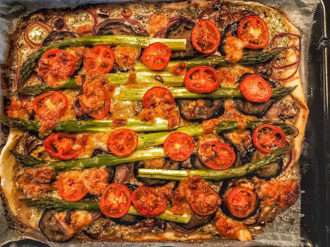 Flammkuchen mit Spargel Dinner Italian Food French Food Yummy Eating Cooking Snack Time! Baked Vegan Food Vegan Foodphotography Pizzalover Pizza Time Pizza Tarte Flambee Asparagus Food And Drink Food Healthy Eating Freshness Still Life Wellbeing Ready-to-eat Vegetable Close-up Tomato Indulgence Spice Red