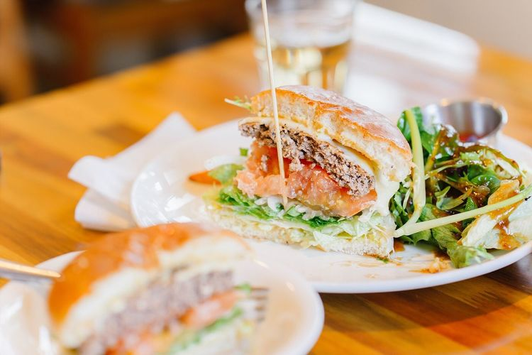 Show Us Your Takeaway! 음식 사진 Food Hamburger 스냅 Snap with Sony A7R and Batis 85mm f1.8