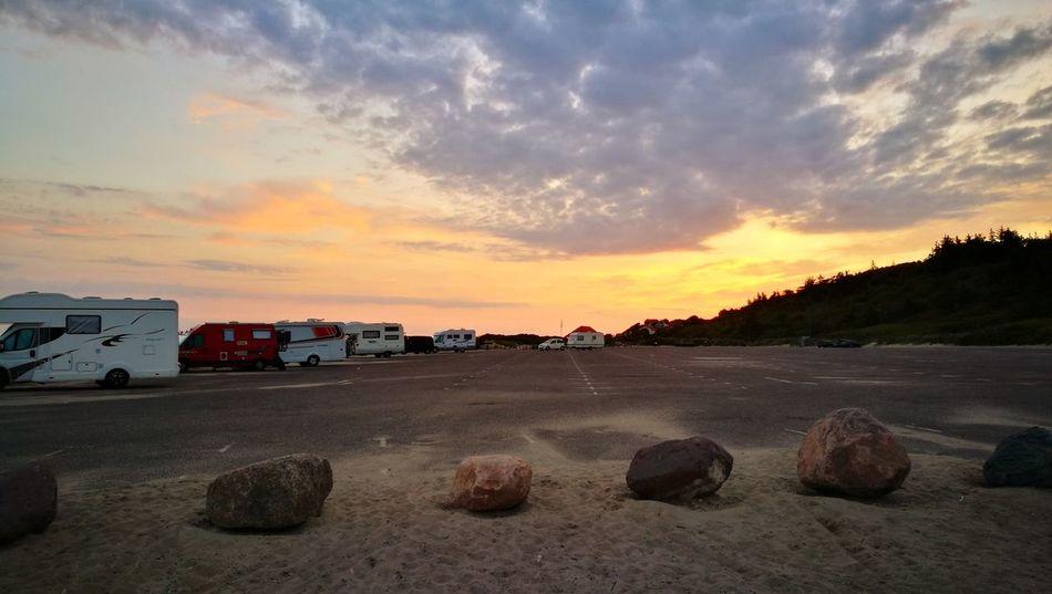 Beach Cloud - Sky Sky Outdoors Sunlight Lifestyles Parking Area Travel Destinations Summertime Foto Summer Sunrise