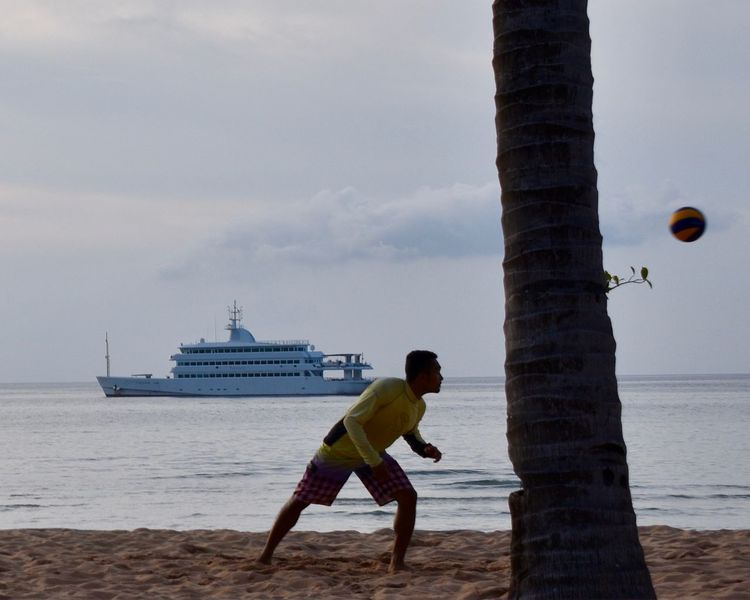 Head Tennis. Football Sport Sea Water Sky One Person Full Length Leisure Activity Real People Side View Beach One Man Only Day Outdoors Nature Lifestyles Vacations Horizon Over Water Nautical Vessel Men