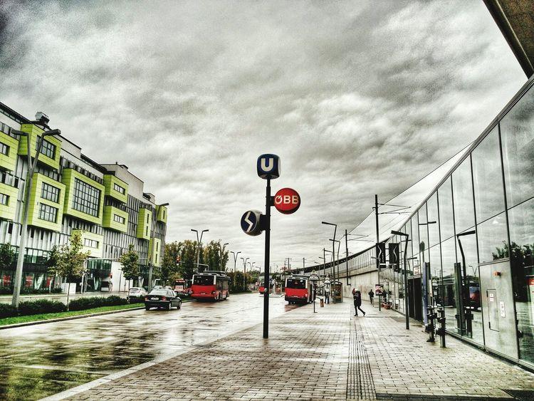 Stadlau Vienna Wien Austria Oesterreich Ubahn Wolken Himmel Wolkenhimmel Wienerlinien Bus Busstation Regen