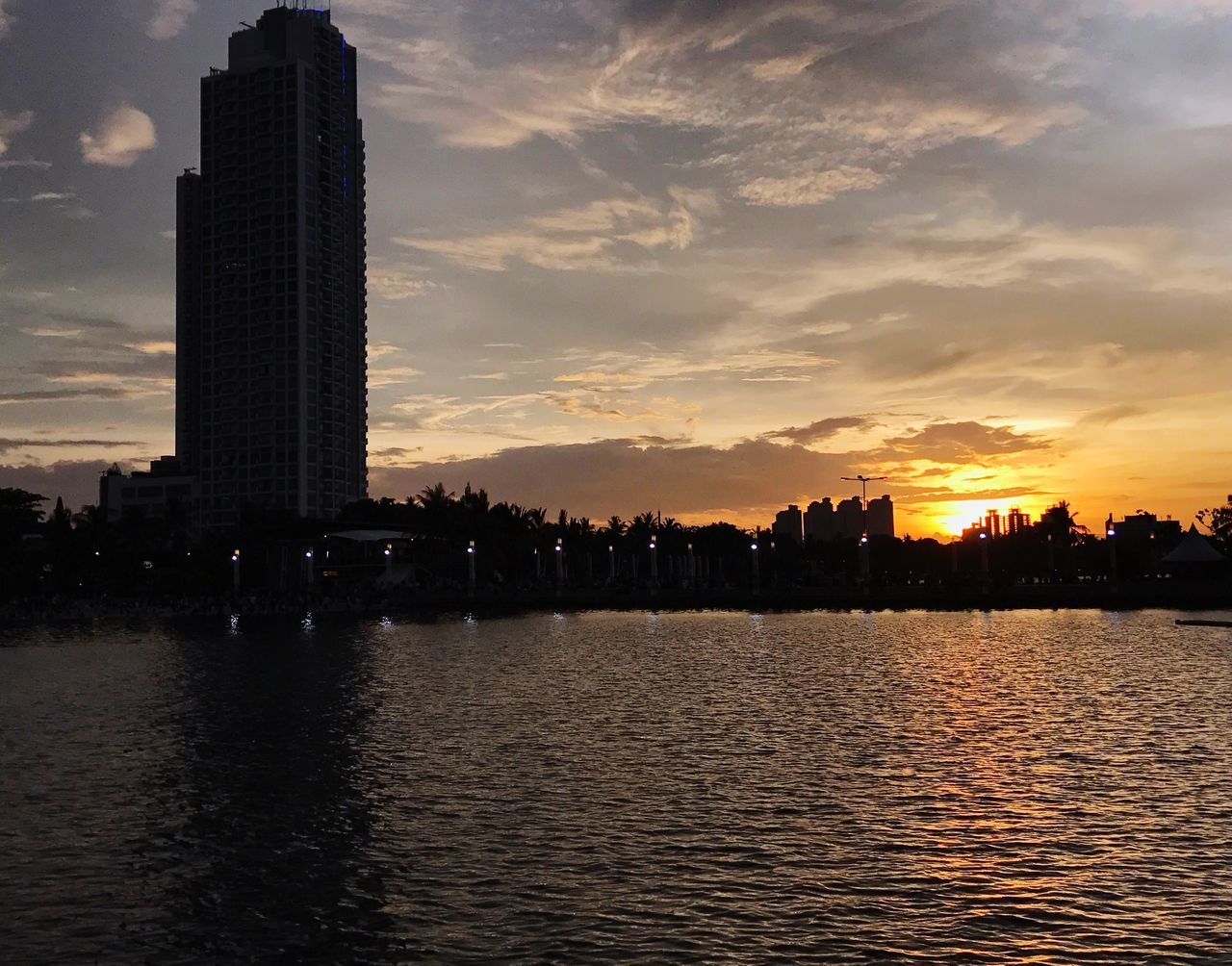 architecture, building exterior, sunset, built structure, skyscraper, waterfront, water, sky, city, cityscape, river, travel destinations, modern, cloud - sky, outdoors, urban skyline, no people, nature, beauty in nature, day