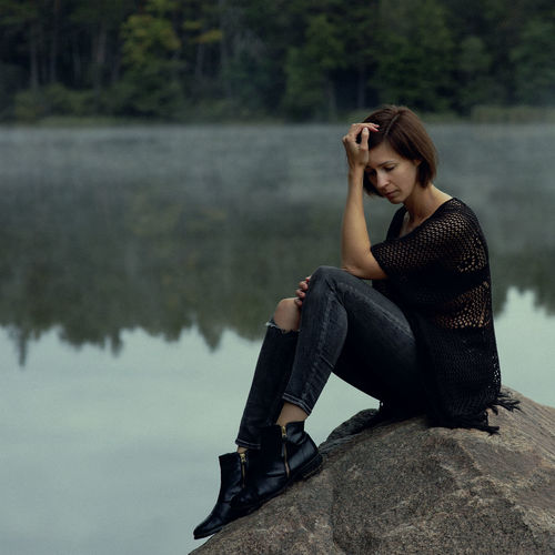 Morning Portrait Of A Woman The Week on EyeEm Adult Beautiful Woman Beauty Casual Clothing Contemplation Full Length Lake Leisure Activity Lifestyles Looking Looking Away Melancholia Mist Nature One Person Outdoors Real People Self Portrait Sitting Young Adult