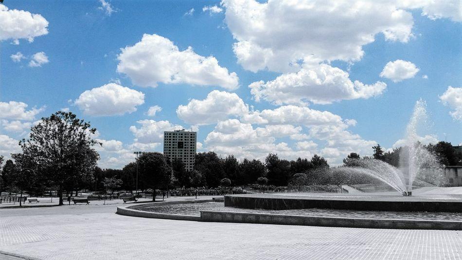 Coslada Fiestascoslada 2016 Junio Fuente Cielo Nubes Arboles Soledad