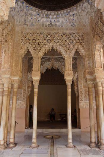 Alhambra 06 Alabaster Stucco Andalusian Architecture Arabesques Dekorative Kohlblume Geometrical Patterns Islamic Art Islamic Calligraphy Mudejar Art Muqarnas Ceiling Decoration Muslim Empire Nasriden Palac Wall Pattern