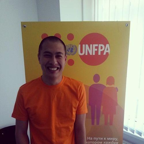 В UNFPA меня попросили сделать оранжевый селфи, но я слишком криворук, поэтому просто фоточка :) Unfpakz Investinyouth