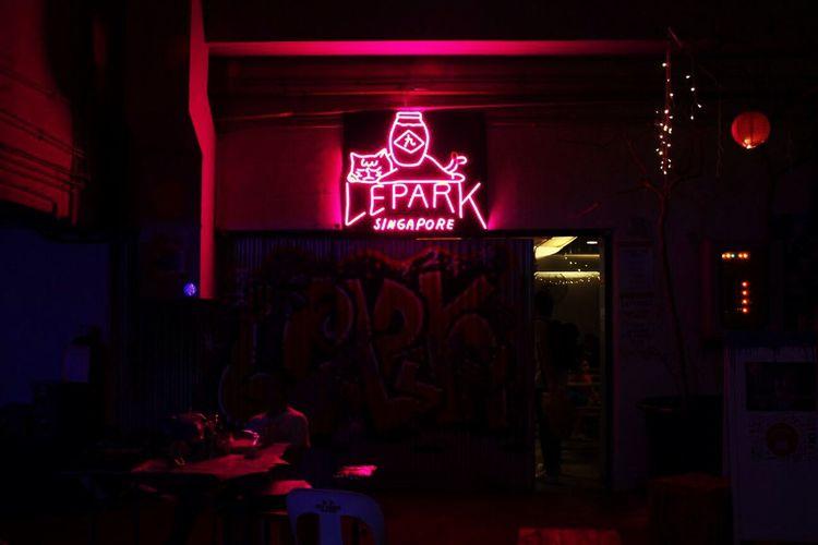 Lepark Singapore Neon Lights Indoors  Sommergefühle
