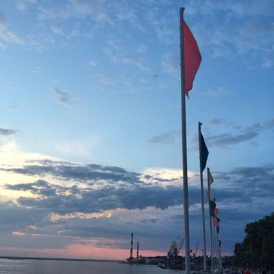 Calm landscape Nofilter Instakhv ПространствоХабаровск Sunset embankment flags