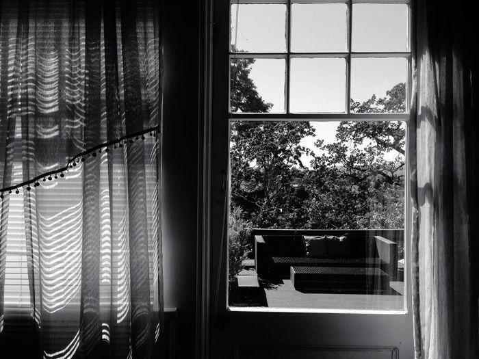 English Inn Georgian Room Silhoutte Photography Hotel B&w Shadows & Lights Shadows Light Balcony Patio Contrast
