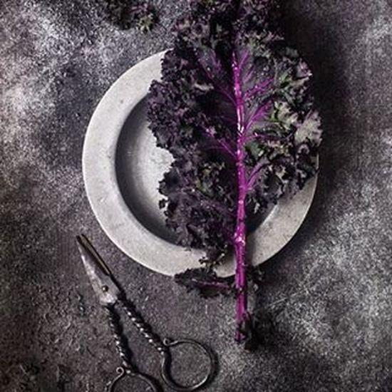 getting ready for lunch 🌱🌱🌿💚 Kale VEGANLIFE Vegan Vegetarian Raw Darkfood Foodstagram Foodshare Foodstyling Foodphotography