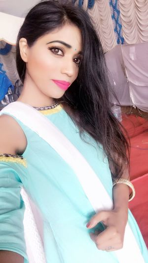 Real People Portrait Looking At Camera Lifestyles Beautiful Woman Close-up Pink Lipstick  Fashion Smiling Long Hair Models Black Hair Actress Tanya Singh Tanya Singh Fashion Model Outdoors Posing Elégance Glamour Tanyasingh Model Beauty Females EyeEmNewHere