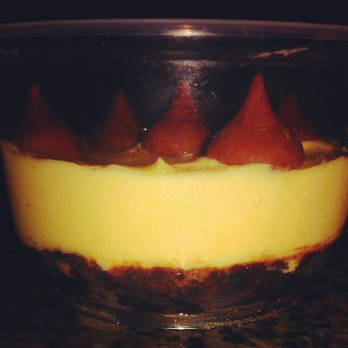 tried making my own chocolate mousse from kfc, doesnt look alike but taste like one :D Onesatisfiedass