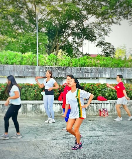 Early morning Zumba dance with these cool and having fun ladies! Zumbadance Danceexercise Fun Healthylifestyle Fatattack Thanksfortheshot Daddyko Snap_edits Leimeafotografia Eyeem Philippines