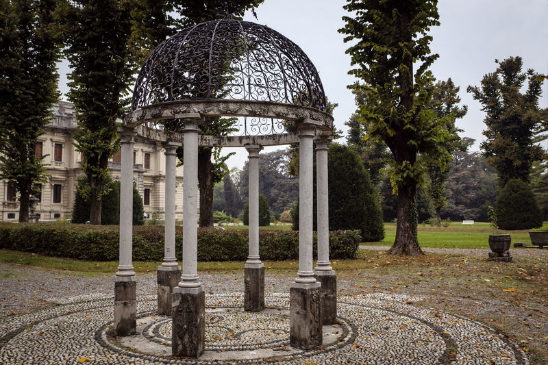 Architecture Tree Built Structure Plant The Past History Dome Belief Building Exterior Nature Day Cemetery No People Travel Destinations Travel Tourism Outdoors Architectural Column Ancient Civilization Gazebo