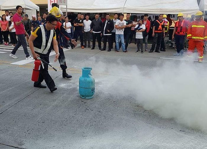 Fireextinguisher Firedrill LPG Gas Tank Fighting Fire Extinguishing Fire