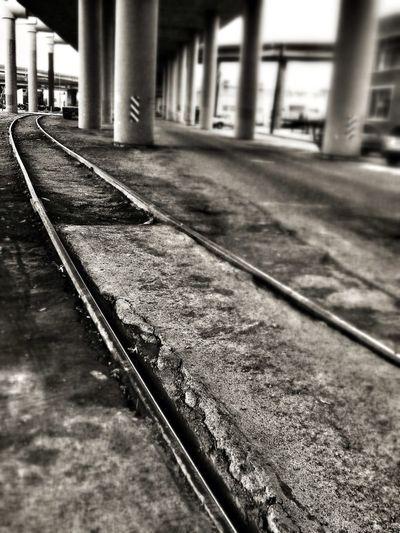 Train Tracks EE_Daily: Black And White Sunday AMPt - Vanishing Point Monogrime