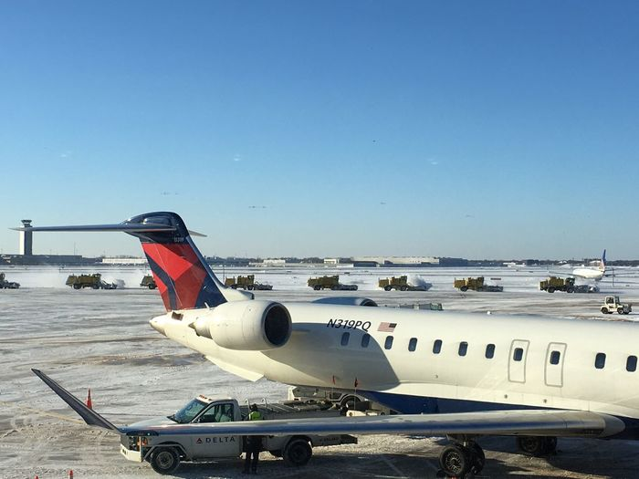 Delta Airlines Airport AirPlane ✈ Snow ❄ Snow Plow Chicago Travel